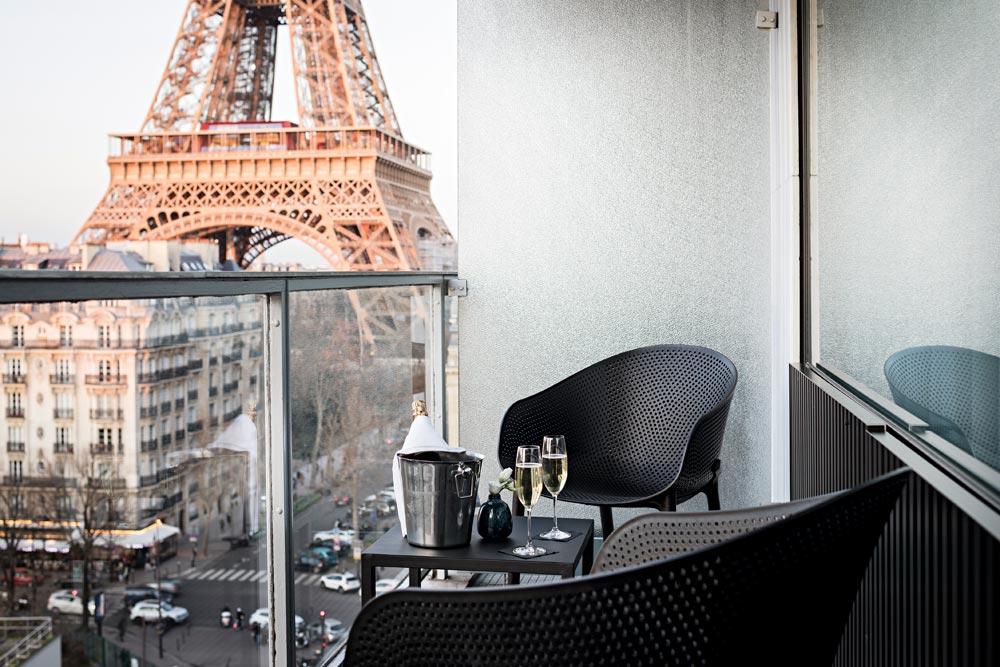Room Eiffel Tower view